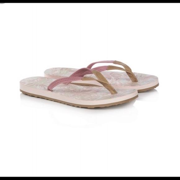 85ef7da4045 NWT UGG Magnolia Flip Flops — Size 10 NWT